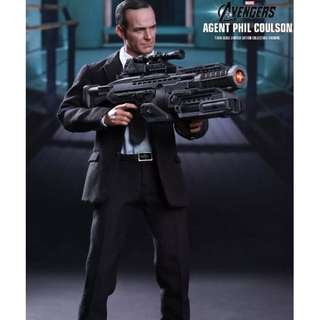 Brand New 1/6th Scale Hot Toys MMS189 The Avengers - Agent Phil Coulson