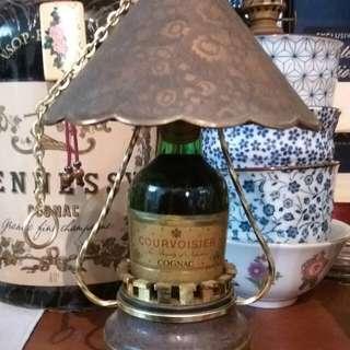 1970年代,拿破侖灯形酒辦