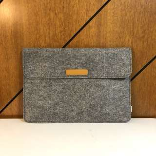 "Grey felt 15"" laptop sleeve (Brand new, great as a gift)"