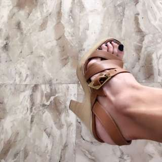 excellent condition Authentic Gianvito Rossi Tan strappy sandals - 36 - fits 6-6.5