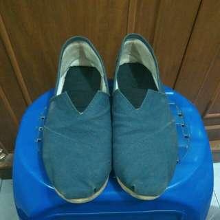 Sepatu - Biru Dongker - size 43
