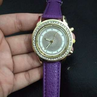 Jam tangan fashion ungu