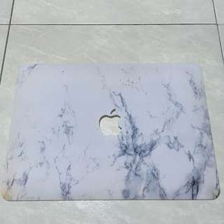 White marble macbook air casing