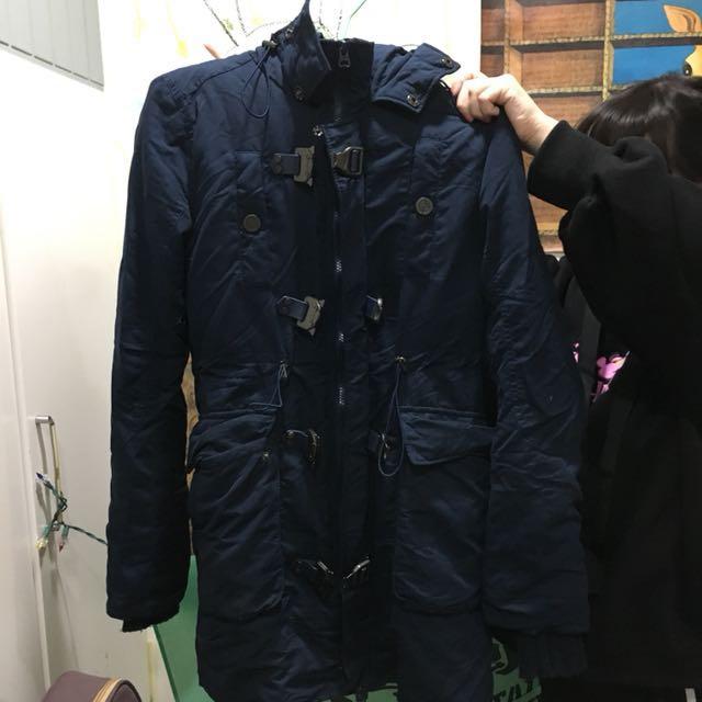 深藍厚外套