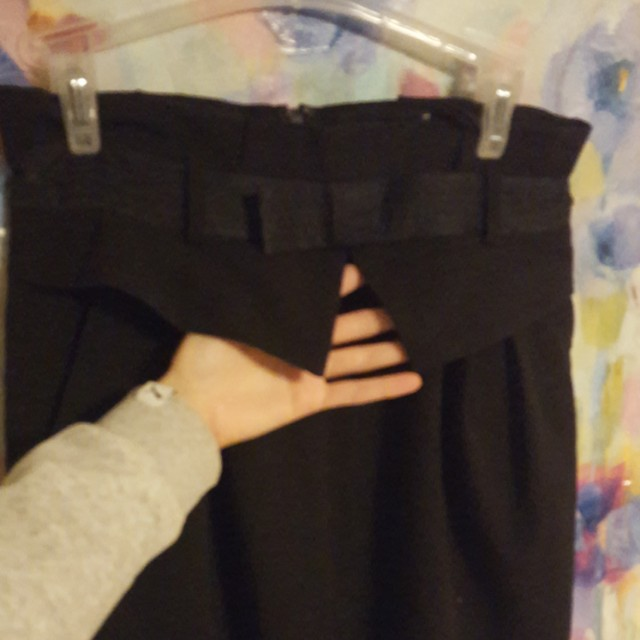 Blk skirt with Bow