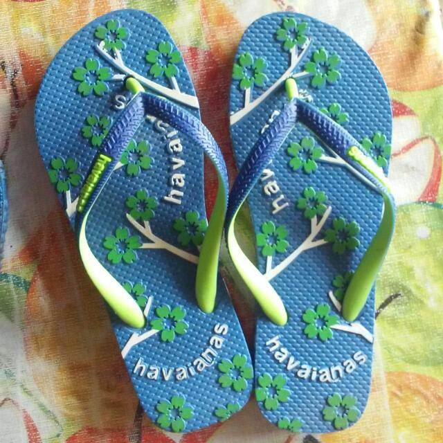 HAVAIANAS (Blue slipper with designs)