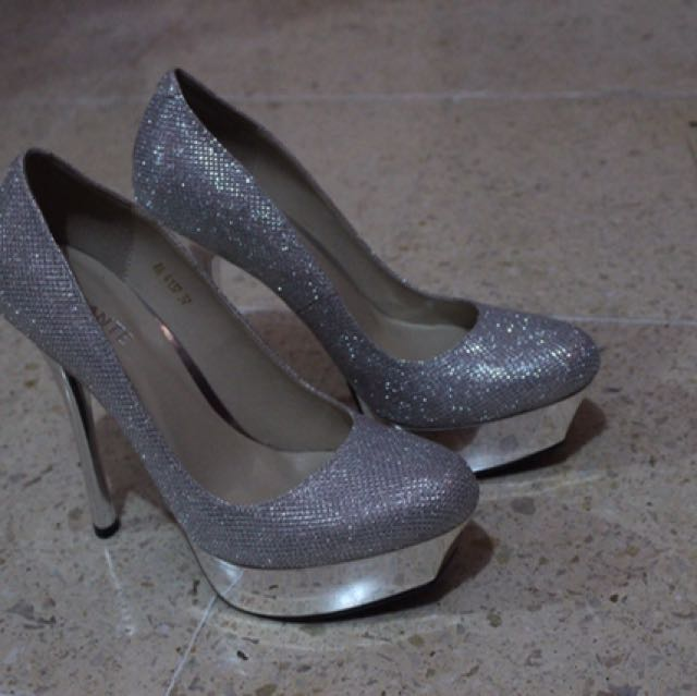 HIGH-PUMP SILVER HEELS SHOES by AMANTE