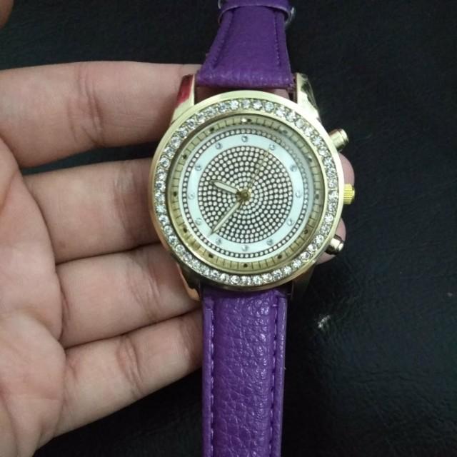 Jam tangan fashion ungu
