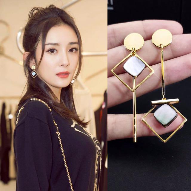 Korean shell details earrings