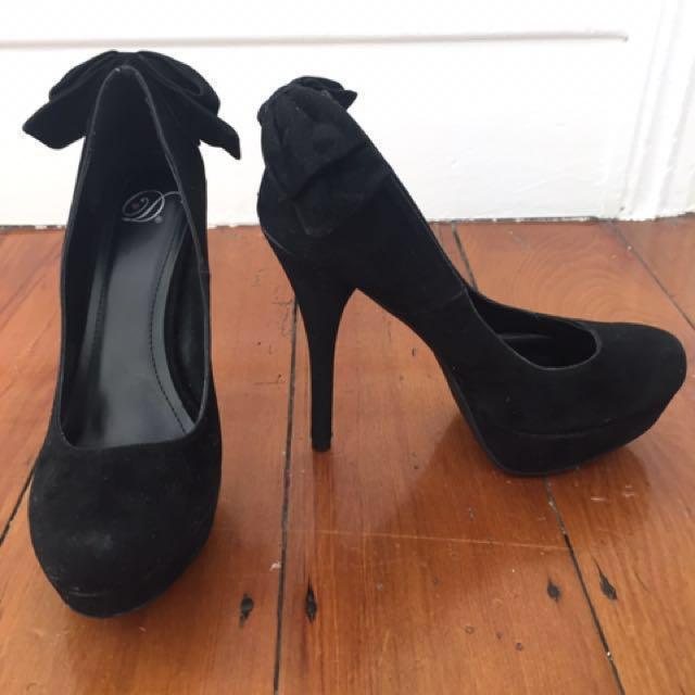 Lipstik- Black Suede Platform Heels