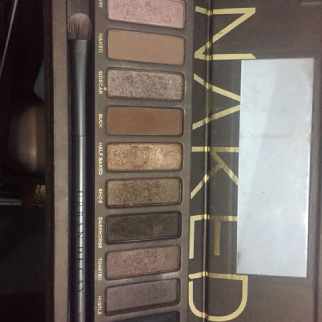 Naked 1 eyeshadow pallette