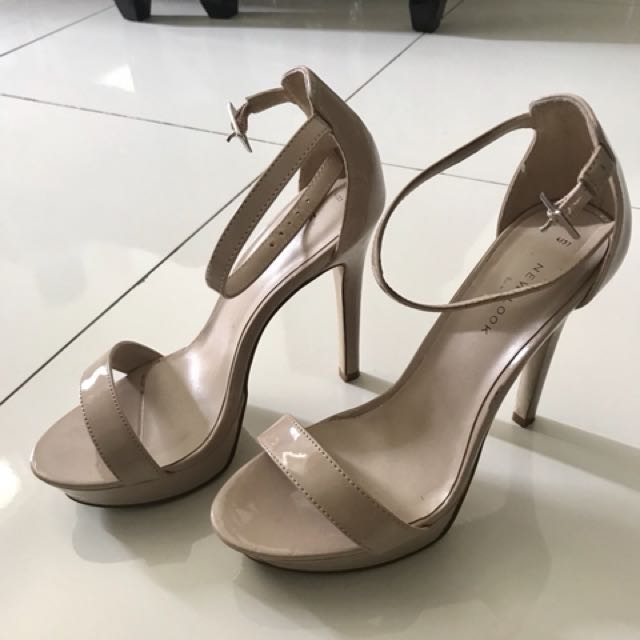 Nice simple heels, good condition.