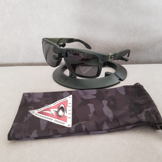 0438798f4a Oakley holbrook si standard issue multicam black frame grey ...