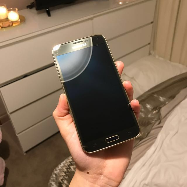 SAMSUNG GALAXY S5 16GB, newly refurbished