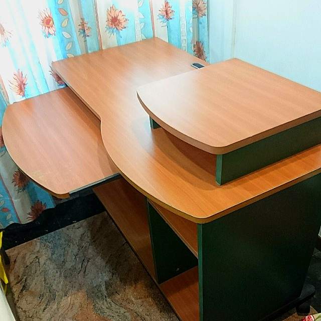 newest 94e6a 5375c Second-hand computer table, Furniture, Tables & Chairs on ...