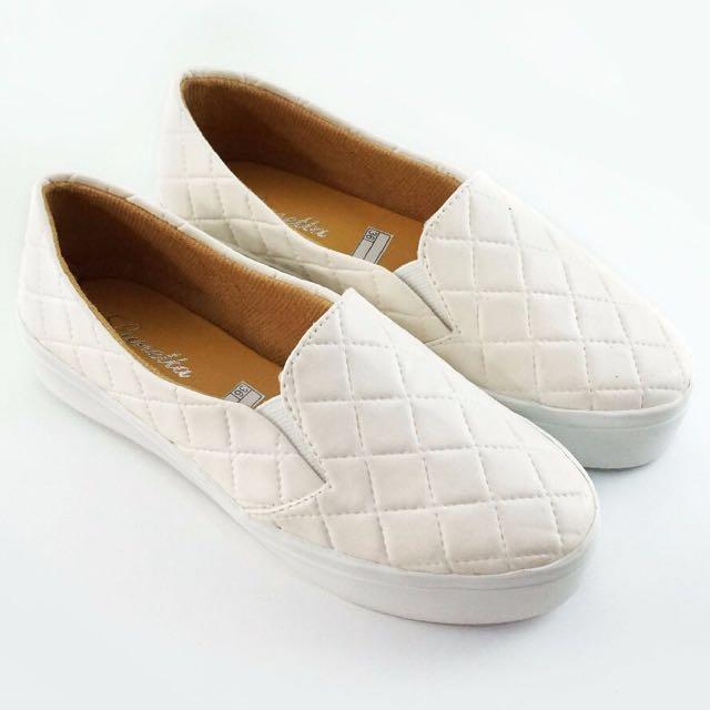 Sepatu Kets Slip On Shoes Putih Wanita