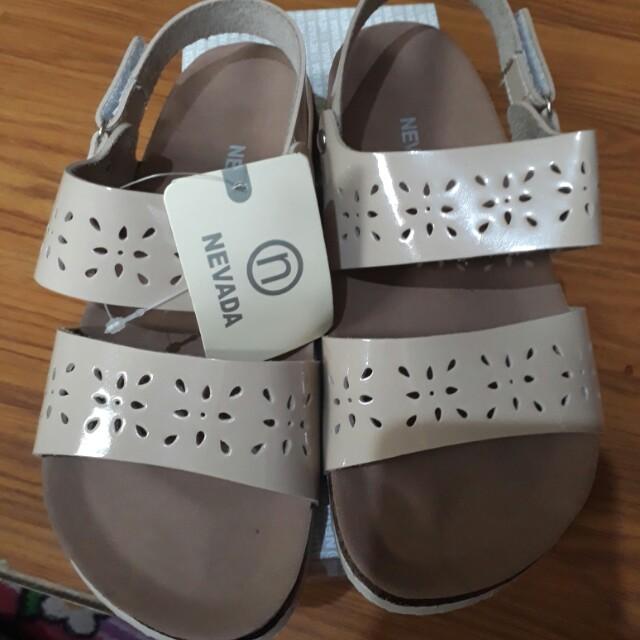 Sepatu sandal sz 33