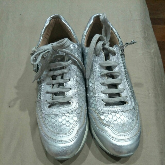 Silver metallic leather shoes