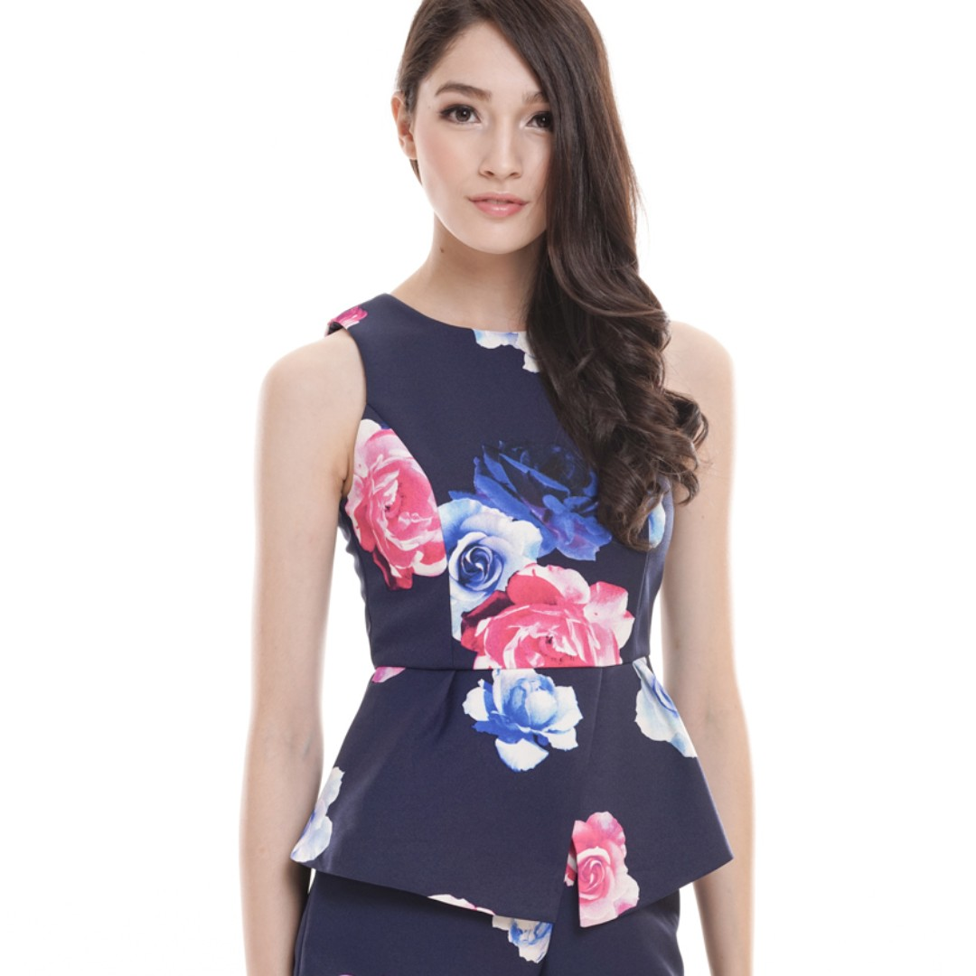 TCL Floral Wonderland Top in Navy Size L