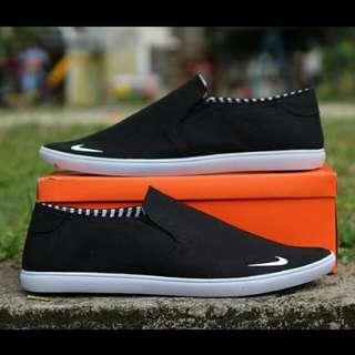 New! CP slip on basic black