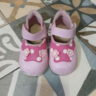 Sepatu Flower Pink