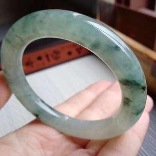 53圈口53.3*10.3*10.4mm特惠,冰糯種飄花圓條手鐲,存在石紋沒有刮感。編號9417