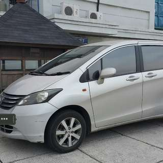Honda Freed PSD 1.5 cvt 2010 silver metalik