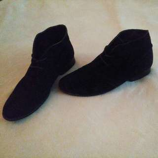 Steve Madden Real Suede Chelsea Boots