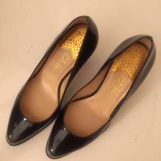 Cole Hann Black Pump Heels