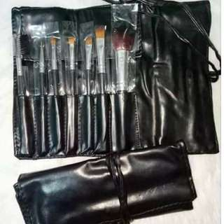 MAKEUP BRUSHES WITH SMALL POUCH