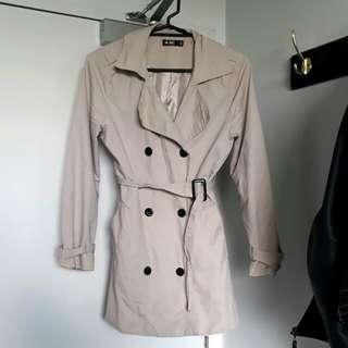 Size 8 Valley girl trench coat