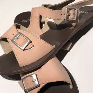 NEW Size 6 Beige Leather Flat Sandals
