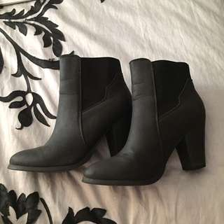 Ankle boots heeled