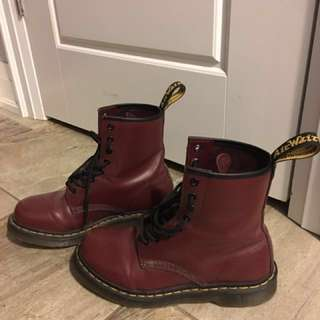 Great condition & barely worn Dr. Martens