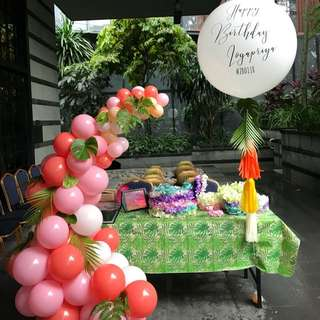 Hawaiian theme party decor
