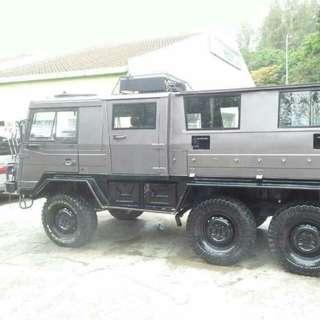 Jeep perang pinzgauer