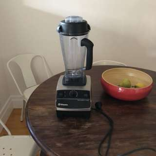 Vitamix VM0109 blender and food mixer