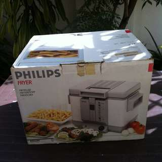 Philips Fryer 2.3 litre. In good working condition.
