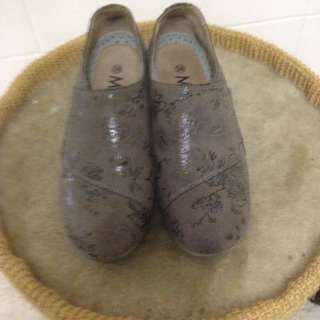 M basic shoes Milan & co. Rarely used original price 229hkd