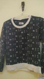 Sweater abu crop
