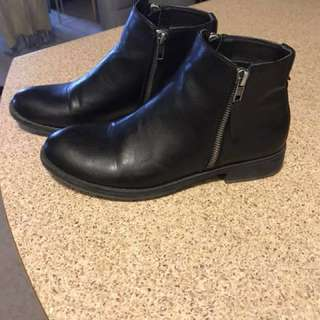 Steve Madden booties (reduced price)