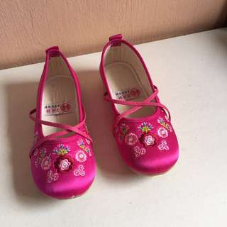 Girl's Shoes (size 21)
