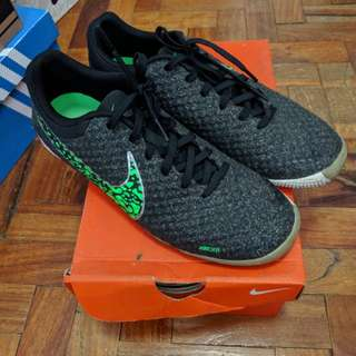 Nike Football Elastico Finale 2 (size 7.5 mens or 9 womens)