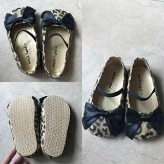 Ribbon kids shoes sz 26