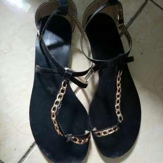 Sendal fashion black gold