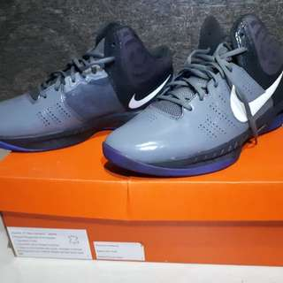 Sepatu basket Nike ori 100%, baru satu kali pakai.