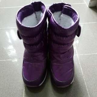 女小童滑雪靴size 30...合着開28、29碼穿