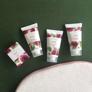 BRAND NEW Rose scented bath set