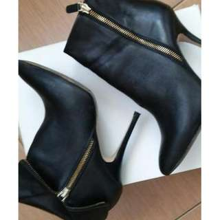Looking for Aldo (Black or Brown) lLeather Ankle Boots Gharyan
