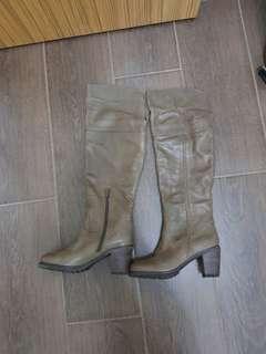 全新全真皮型格長boot ,超舒服,皮質靚36 ,37 各一對
